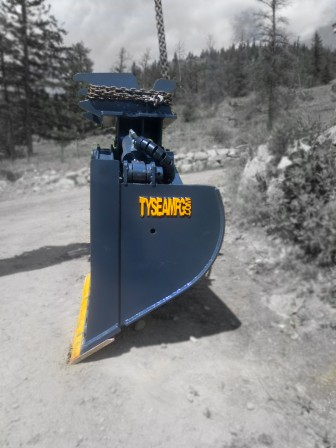 Excavator wrist bucket manufactured by Tysea Mfg.  Ideal for ditch cleaning, sloping, grading, backfilling and ditching.