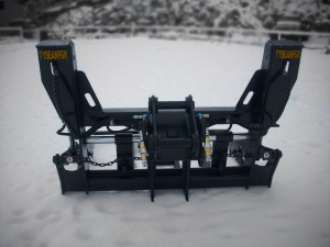 Excavator pipe pole grapple, manufactured by Tysea Mfg.  Complete with adjustable forks and hydraulic grapple arms.