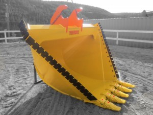 Heavy duty excavator v-bucket or ditching bucket.  Complete with serrated bolt on cutting edges, pin on teeth and custom lugging.