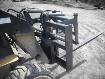 Heavy duty Skid Steer mat grapple for the matting and oilfield industries manufactured by Tysea Mfg Inc.