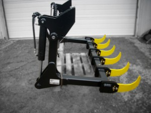 Heavy duty black bucket grapple with yellow teeth, manufactured by Tysea Mfg inc.