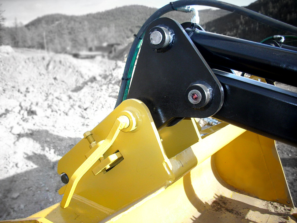 Heavy duty black wheel loader bucket grapple attachment manufactured by Tysea Mfg