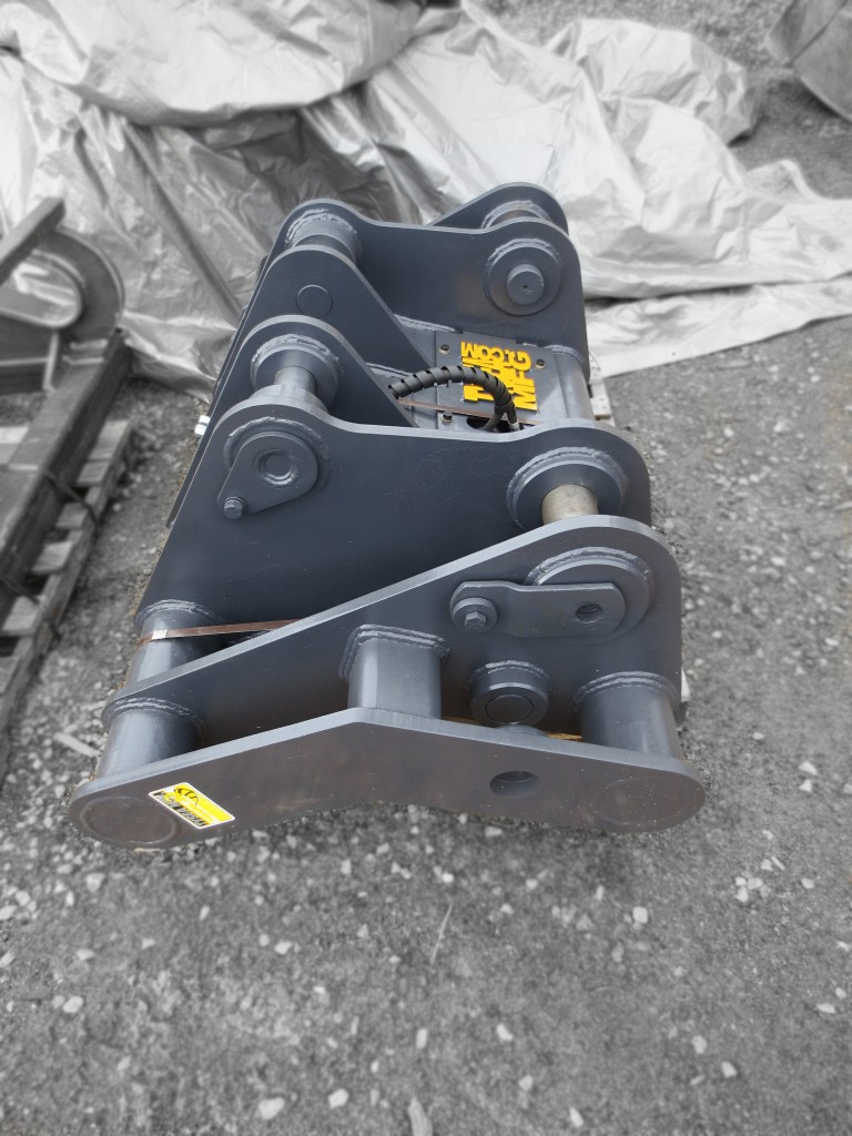 Heavy duty wheel loader / front loader quick coupler / quick change manufactured by Tysea Mfg Inc