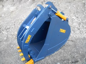Heavy duty excavator grapple bucket.  Complete with custom tine spacing and configuration, replaceable pin on teeth and heavy duty cylinders manufactured in house.
