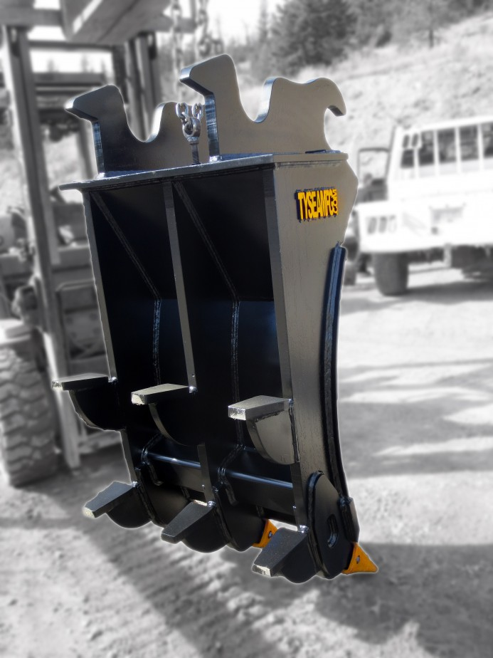 Rear view of excavator mounding rake showing dual heavy duty kickers.  Replaceable teeth installed in addition.