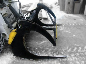Skid steer log grapple
