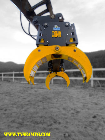 Heavy duty excavator pipe handler attachment manufactured by Tysea Mfg..  The excavator pipe and pole grapple makes handling pipe and utility poles quick and efficient.  Underside angle profile closeup.