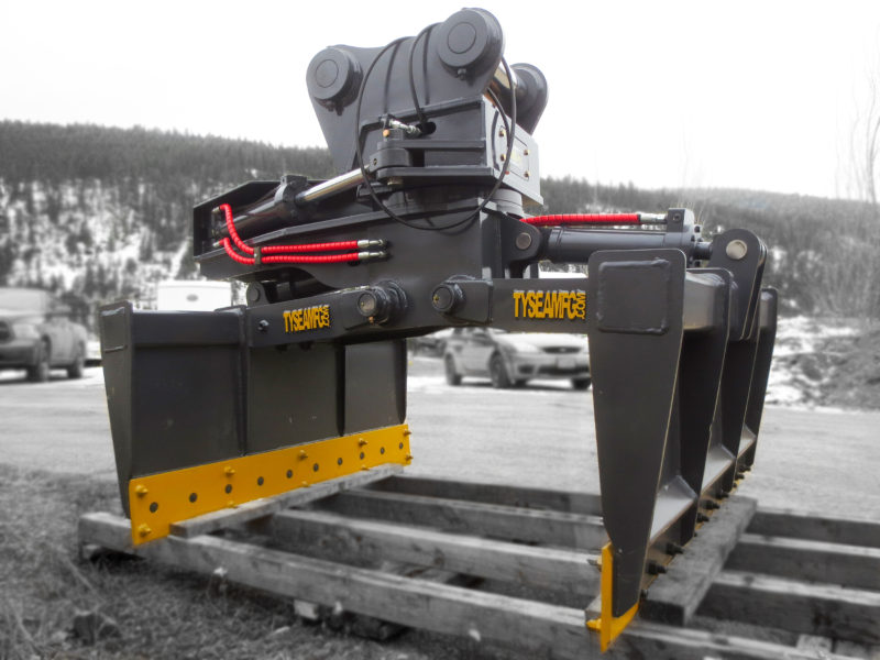 Excavator mat grapple attahment manufactured by Tysea Mfg.  Used to easily handle and place poly, rubber or wood rig and swamp mats.  Features 360° rotate, open and close and more.