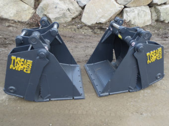 Excavator 4 in1 grapple buckets, manufactured by Tysea Mfg.  Complete with bolt on smooth cutting edge and serrated grapple teeth.