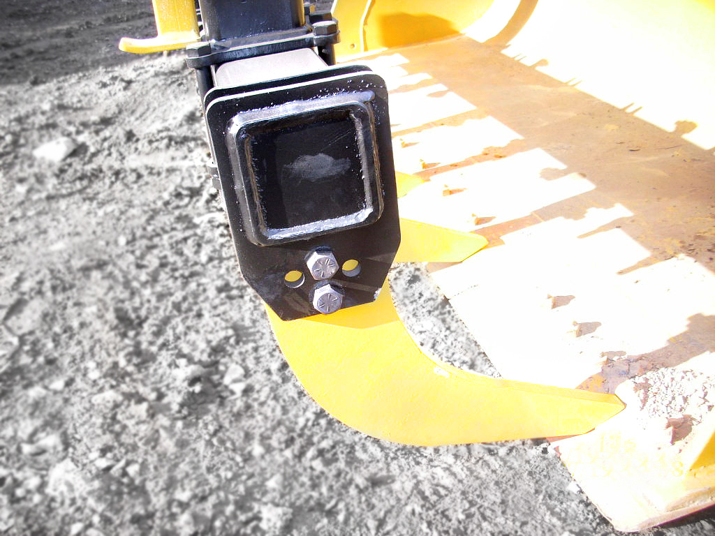 Bucket grappler for dozers, crawlers and loaders with replaceable teeth